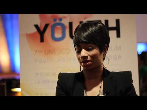 Monique Coleman on her career path with bloggers at the UNESCO Youth Forum