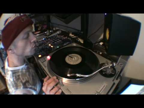 DJ Tutorial.. How to bung a toon in on the count of one in the mix with a vinyl turntable