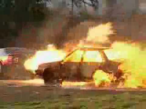Top Gear - Richard Hammond toasts Nissan with a jet car - BBC