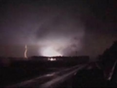 Storm Chasers - Mississippi Night Chase