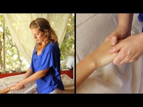How to Give a Hand Massage using Ayurvedic Body Massage Techniques