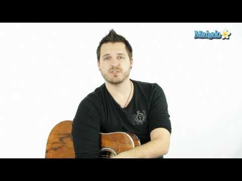 How to Play an F Sharp (F#) Bar Chord on Guitar (9th Fret)