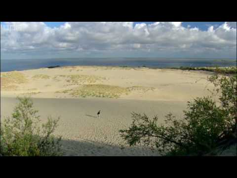 Sand dunes & strange Russian borders - New Europe - BBC