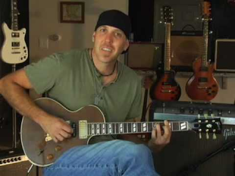 Demo Gibson Nighthawk guitar smaller than a Les Paul