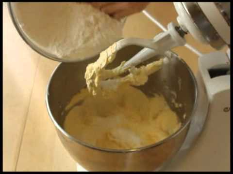 How to Make Easy Yellow Cake
