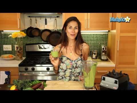 How to Make a Raw Sweet Green Smoothie