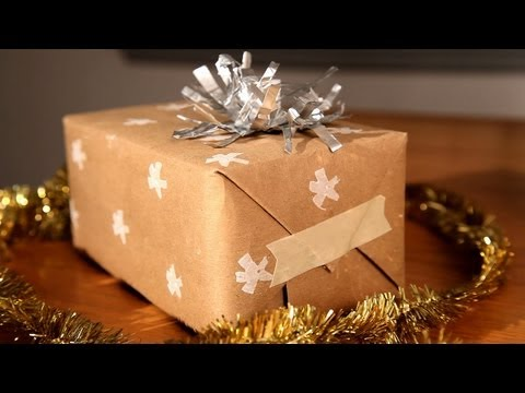 How-Tuesday: Upcycled Gift Wrap