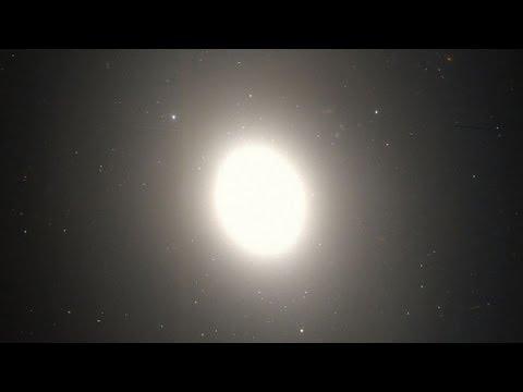 Lenticular Galaxy (M85) - Deep Sky Videos