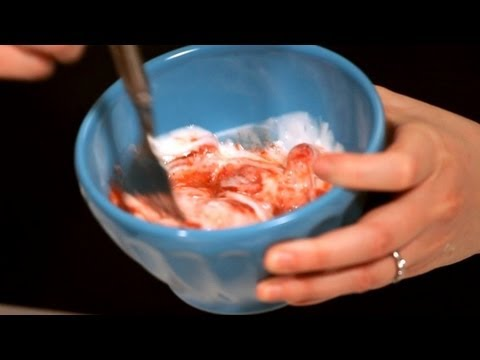 Spa Facials: How to Make a Strawberry Facial Mask