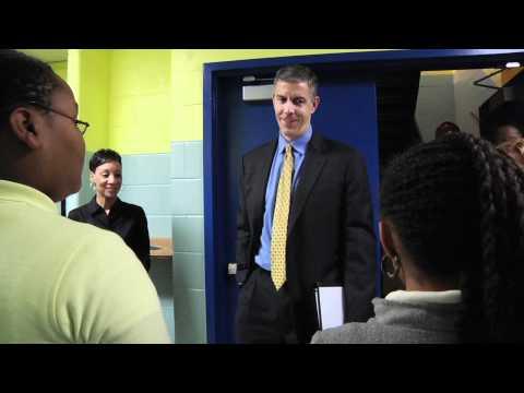 Secretary Duncan visits Beers Elementary school