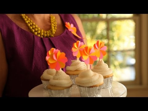Flower Cupcake Topper and Party Badge: Make It (How to) || KIN DIY