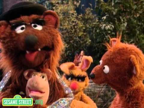 Sesame Street: Papa Bear's Hug