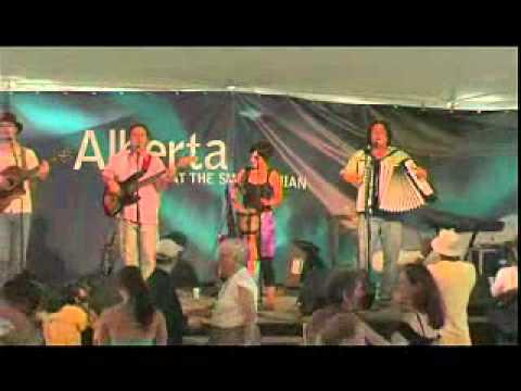 Allez Ouest perform a Francophone tune