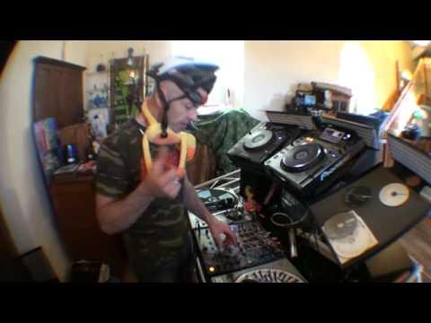 DJ Mixing  Tutorial. Add a twist to the mix!