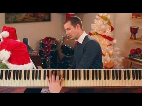 "How to Play Christmas Songs on Piano: ""Deck the Halls"""