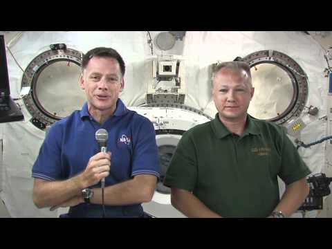 Atlantis Astronauts Chat with Reporters