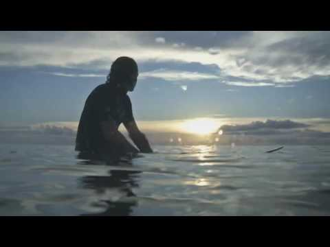 Surfer's dangling legs get nabbed