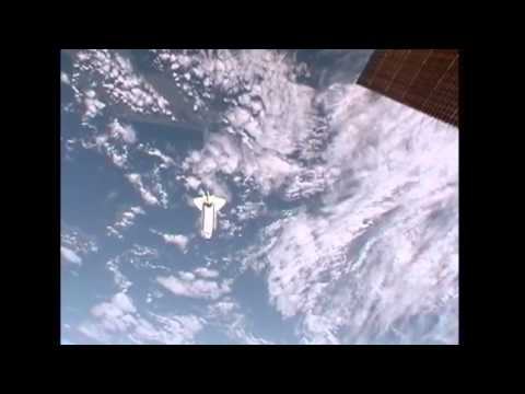 Shuttle completes Flyaround of Station