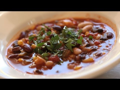 Vegetarian Chili Recipe (How To Make w/ Cannelloni, Black, & Kidney Beans) || Kin Eats