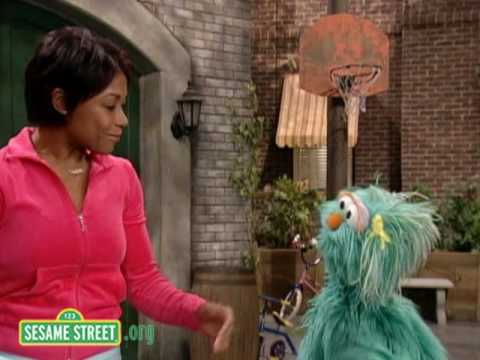 Sesame Street: Froggy Jumps