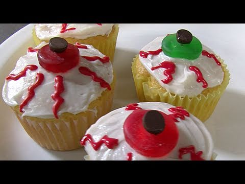 How to Decorate Eyeball Cupcakes
