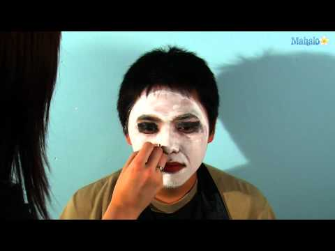 How to Do Vampire Makeup