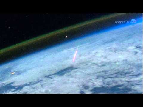 ScienceCasts: Bright Perseid Photographed from Space