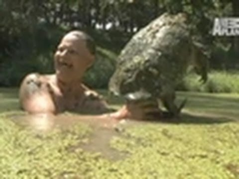 Snapping Turtle Bites Turtleman | Call of the Wildman