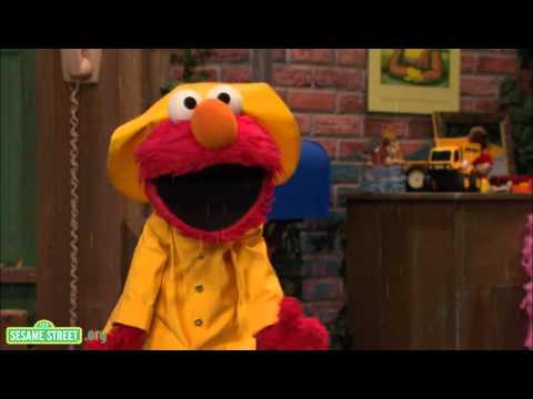 Sesame Street: Elmo's Jumping In Puddles