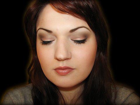 Soft Natural Makeup: 28 Neutral Palette
