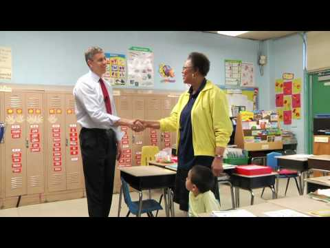 Secretary Duncan Visits Houston Elementary School in DC