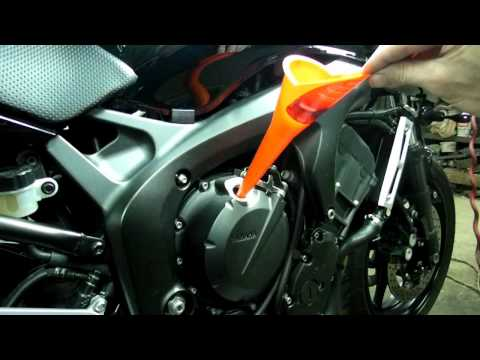Yamaha FZ6 Oil + Filter Change Chain Adjustment