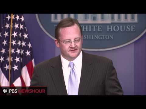 Obama Returns Tie on Robert Gibbs' Last Day as White House Press Secretary