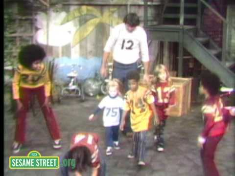 Sesame Street: Pass the Football on 1