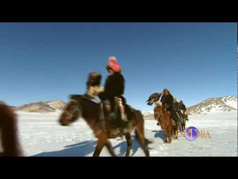 THE KAZAKHS FROM THE NORTH OF MONGOLIA: THE EAGLE HUNTING