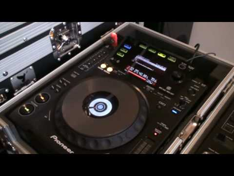 "Vinyl mode, Centre led on Pioneer CDJ-900 in relation to a 12"" single"