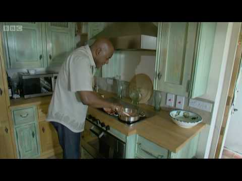 Smoked salmon pate on toasted bagels - Ainsley Harriott - BBC