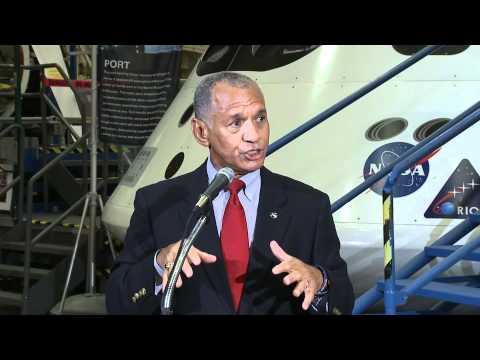 NASA Administrator Checks Out New Spacecraft
