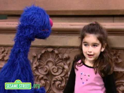 Sesame Street: Maya Stretches