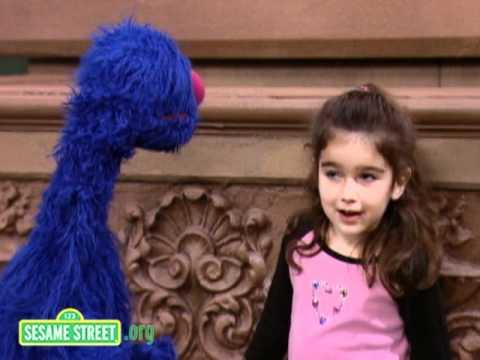 Sesame Street: Maya Stretches