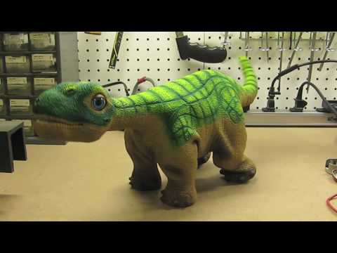 Pleo Xmas and tail holding