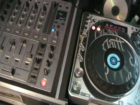 PIONEER DJM-700 Using the Roll feature in half time.