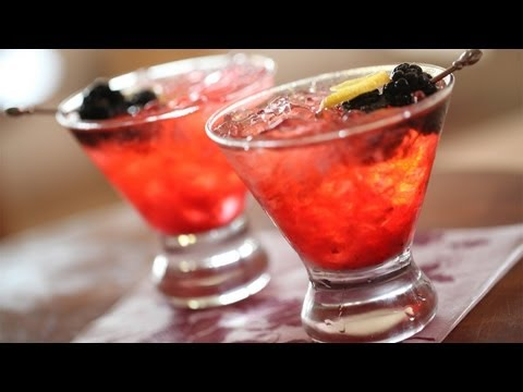 Recipe: Blackberry Crush Cocktail: Make It (How To) || Kin Eats