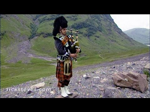 Rannoch, Scotland: Highlands Roadside Piper