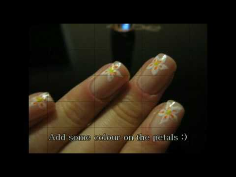 Nude short nails with flower