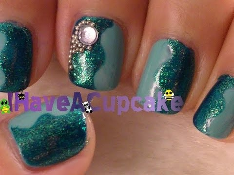 Simple Blue Glittery Nail Art