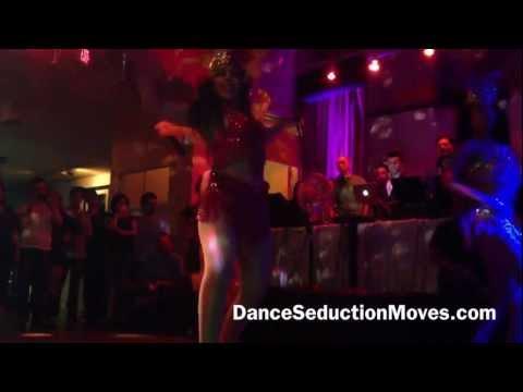 Sexy Samba dancers Workin It!