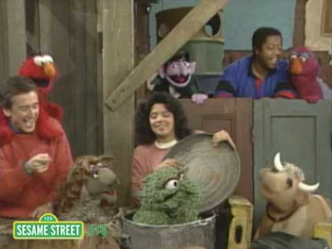 Sesame Street: Oscar Don't Sing This Song