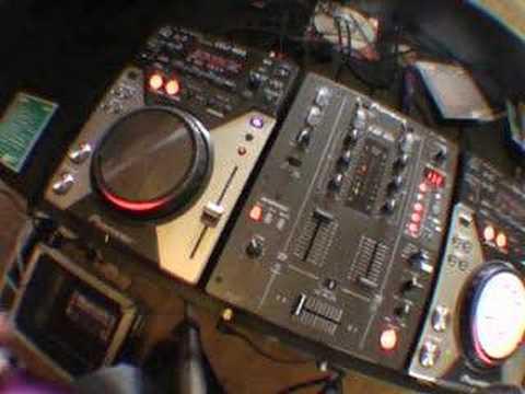 Video 4, The in loop samlper on the DJM-400 mixer.