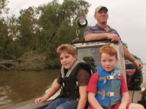 Swamp People - Troy Takes His Nephews Hunting